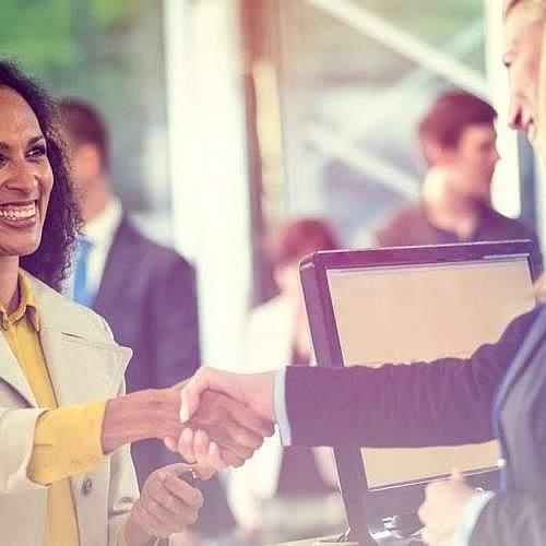 happyclients 500x500 - باید تجربهی مشتری را به ارزش رساند